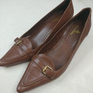 Brooks Brothers Brown Leather Kitten Heel point to